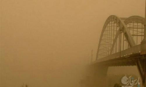 گرد و غبار غلیظ در اهواز /کاهش دید در اهواز به 100 متر رسید
