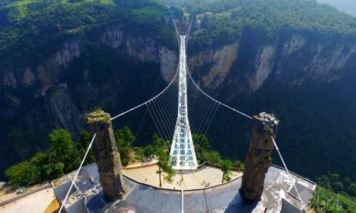 جاذبه گردشگری چین با طولانی ترین پل شیشه ای جهان