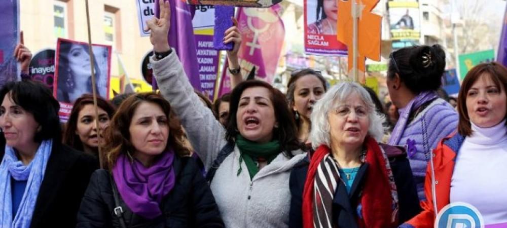 تظاهرات زنان استانبول در اعتراض به خشونت علیه زنان