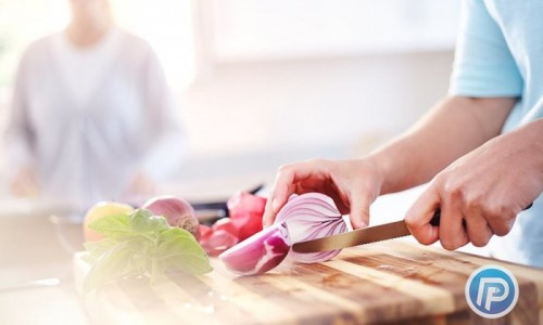 ترفندهای عجیب آشپزی در خرد کردن پیاز بدون ریختن اشک