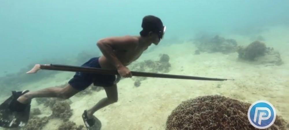 ماهیگیری توسط ابر انسان فیلیپینی در عمق دریا