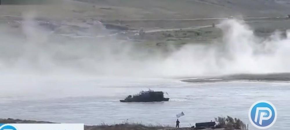 تانک های روسی در رودخانه