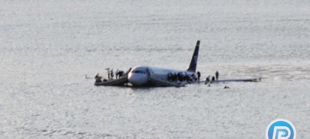 فرود آمدن هواپیما روی اقیانوس آرام