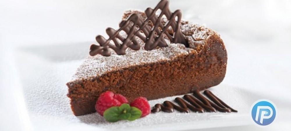 کیک 3 رنگ جشن تولد را خودتان به آسانی بپزید