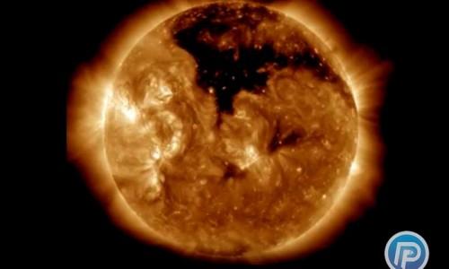 کشف یک سوراخ بزرگ در خورشید